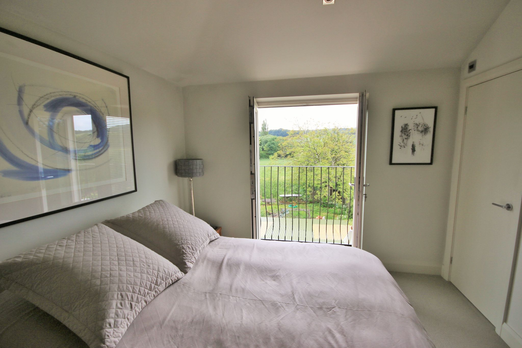 2 Bedroom Cottage House For Sale - Photograph 12