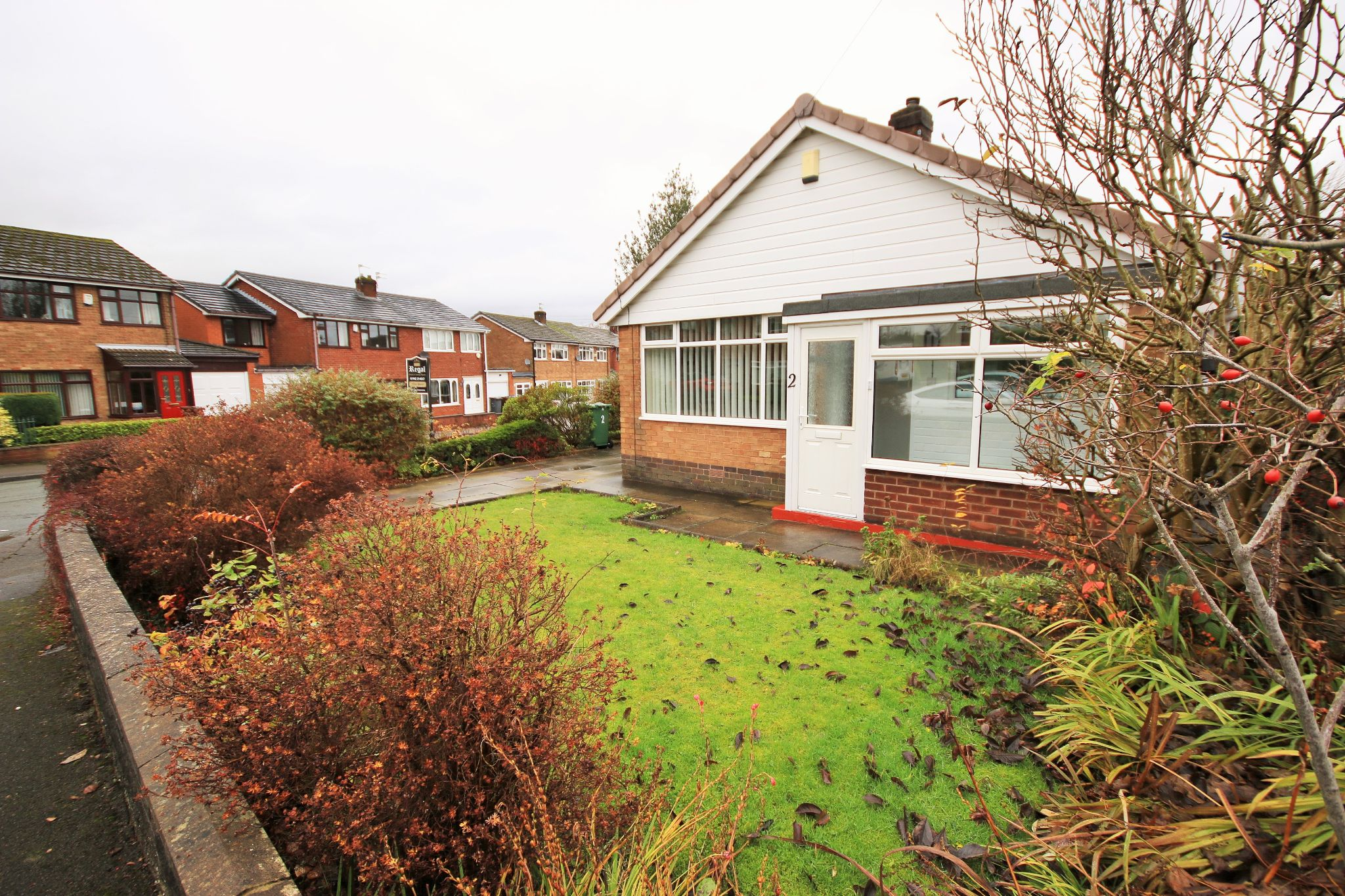 2 Bedroom Detached Bungalow To Rent - Photograph 3