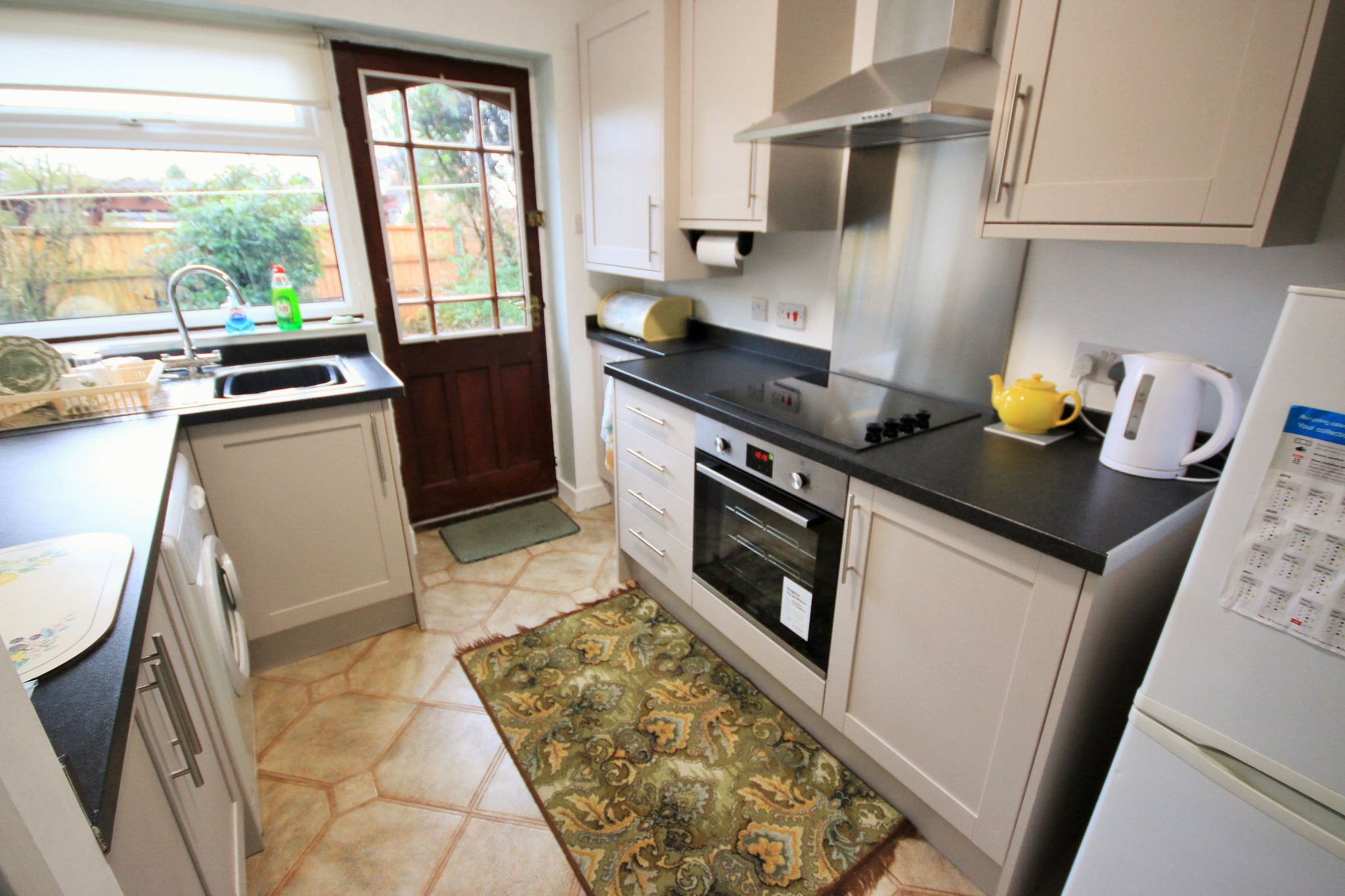 2 Bedroom Detached Bungalow To Rent - Photograph 5