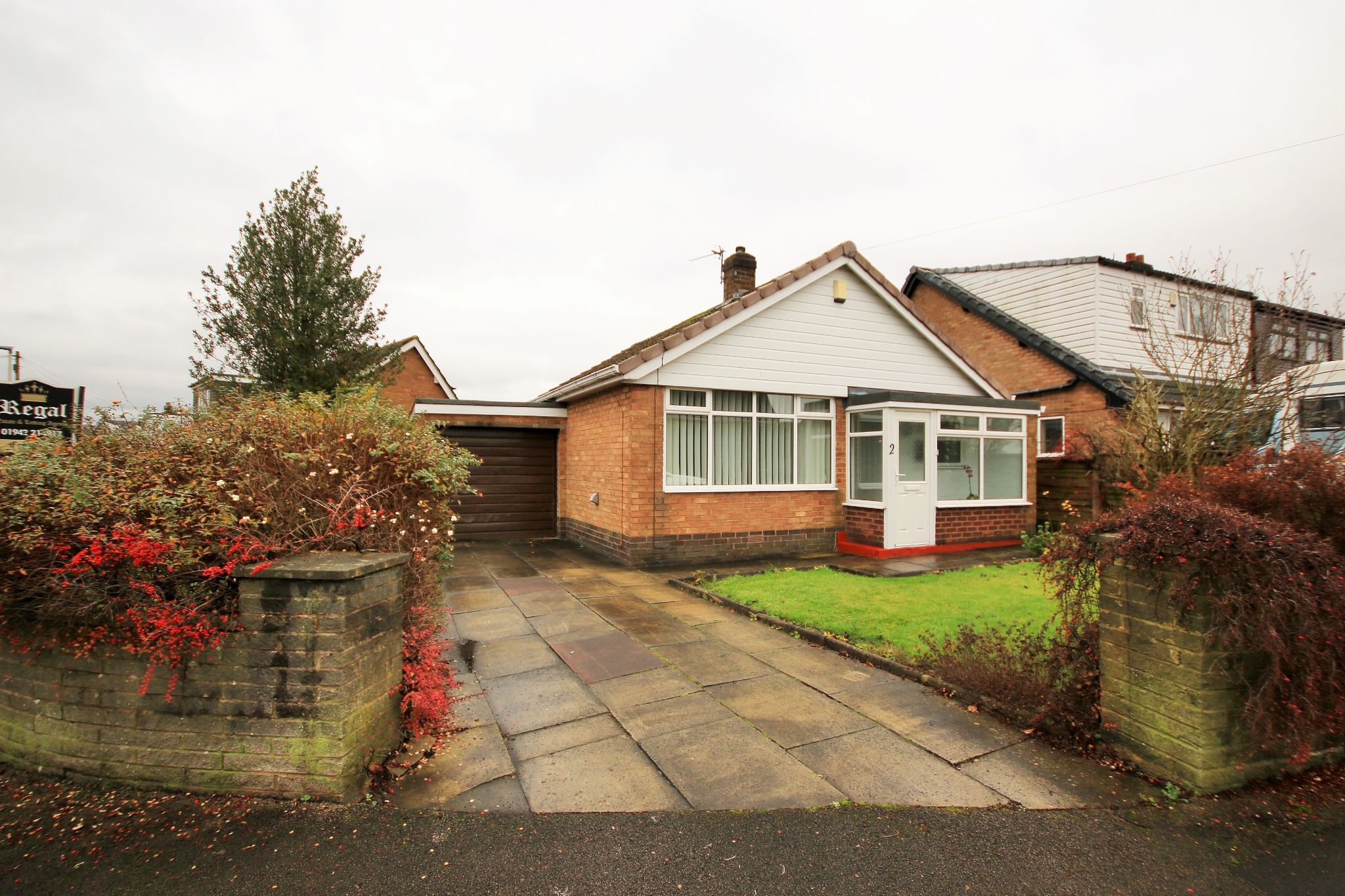 2 Bedroom Detached Bungalow To Rent - Photograph 1