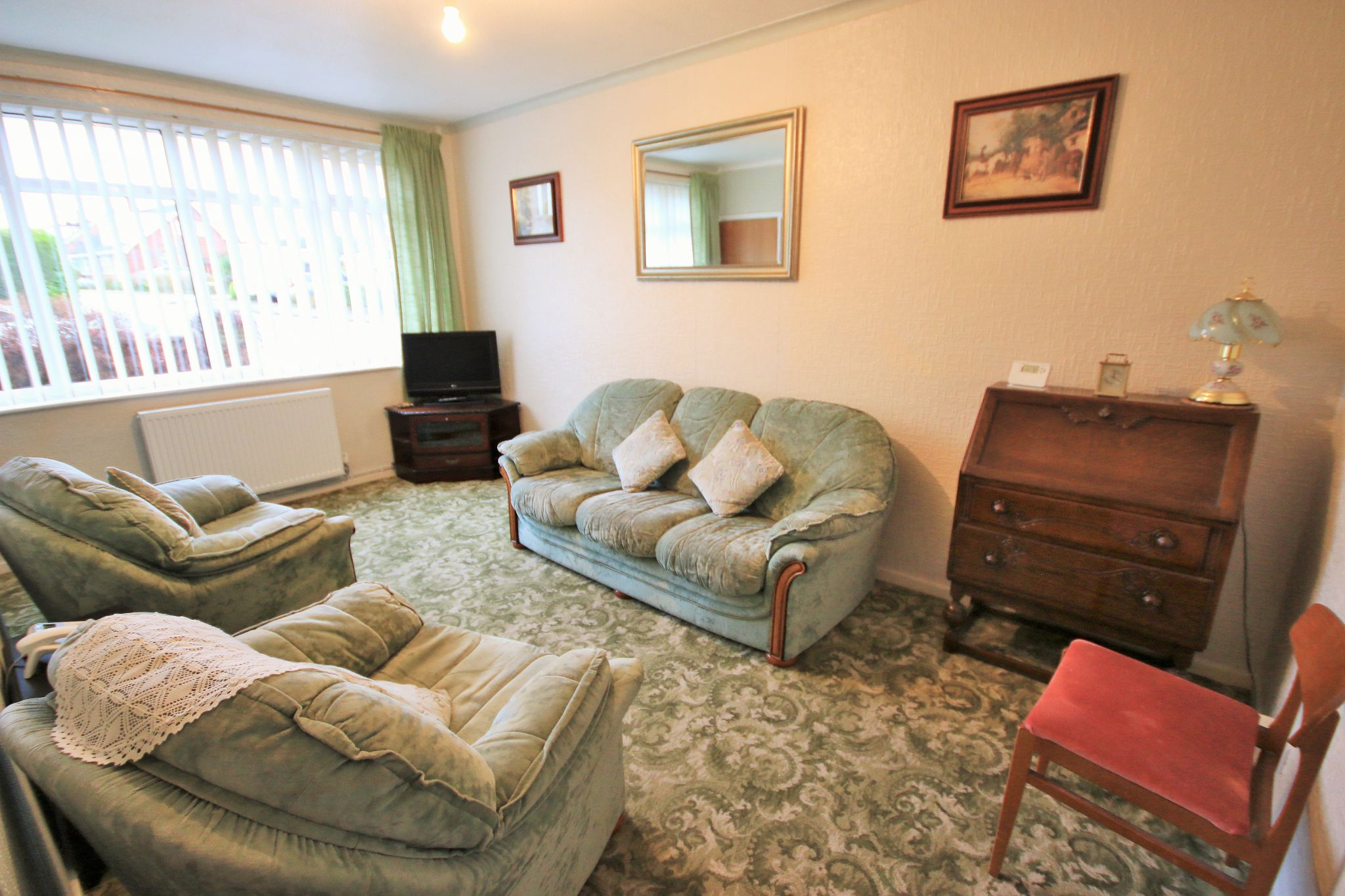 2 Bedroom Detached Bungalow To Rent - Photograph 4