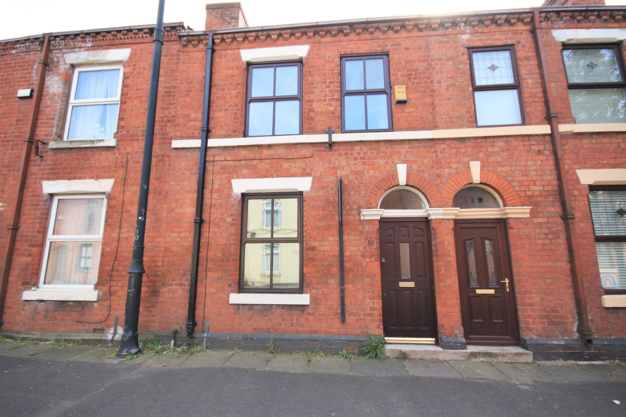 2 Bedroom Mid Terraced House To Rent - Photograph 1