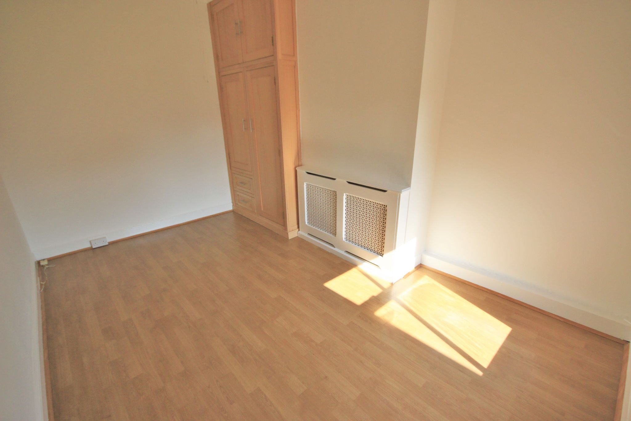 2 Bedroom Mid Terraced House To Rent - Photograph 9