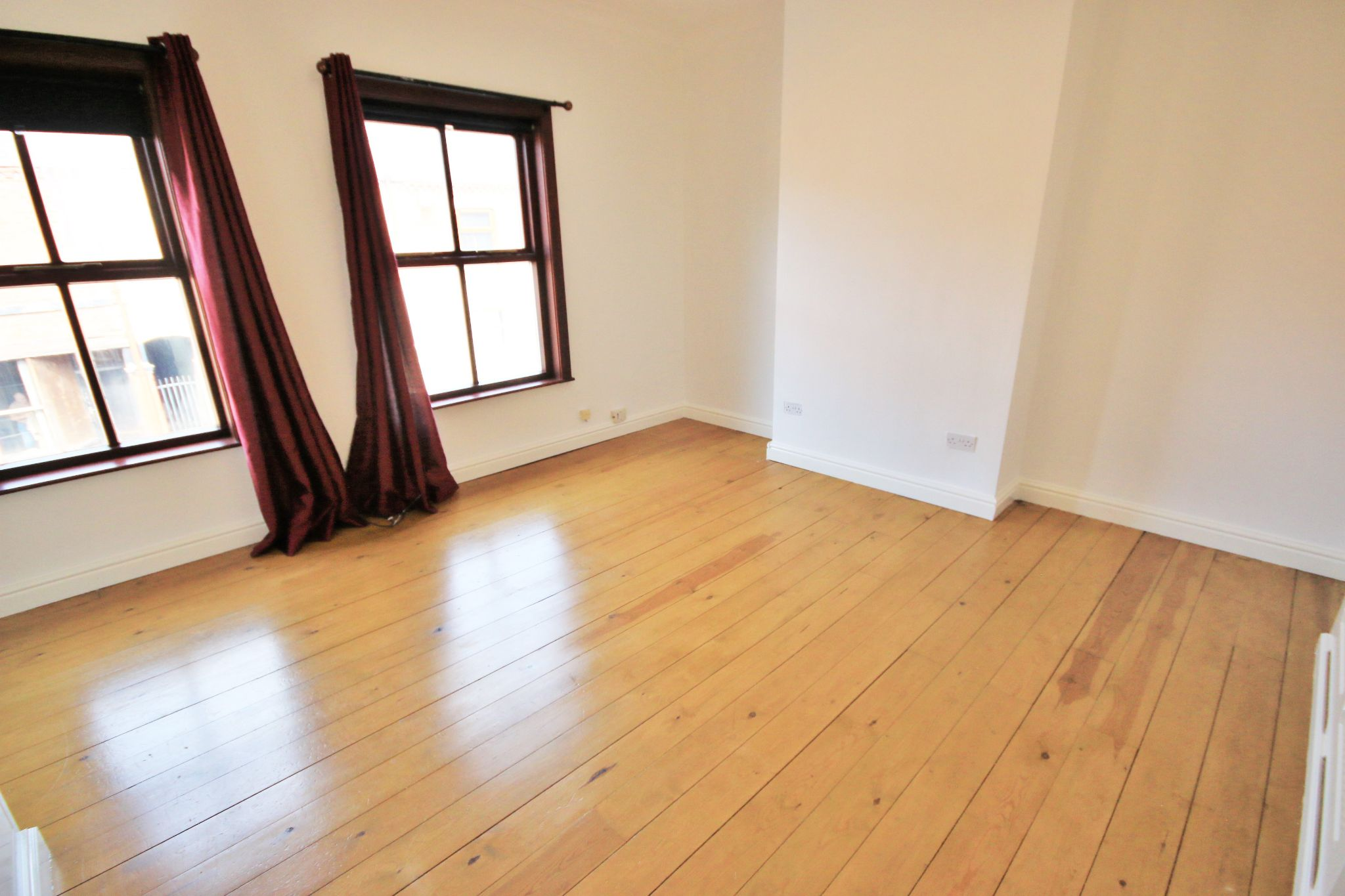 2 Bedroom Mid Terraced House To Rent - Photograph 6