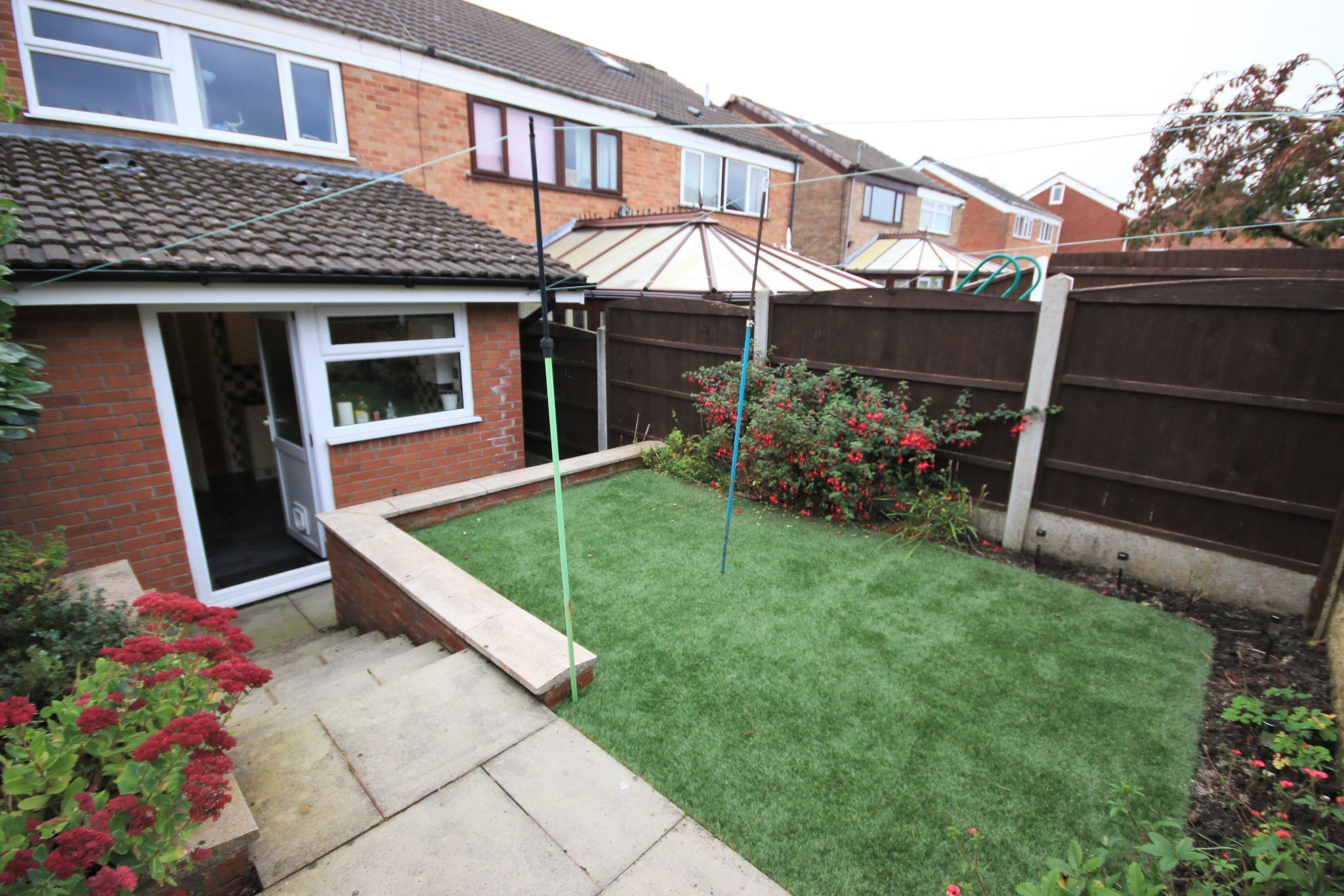 4 Bedroom Mid Terraced House For Sale - Photograph 17