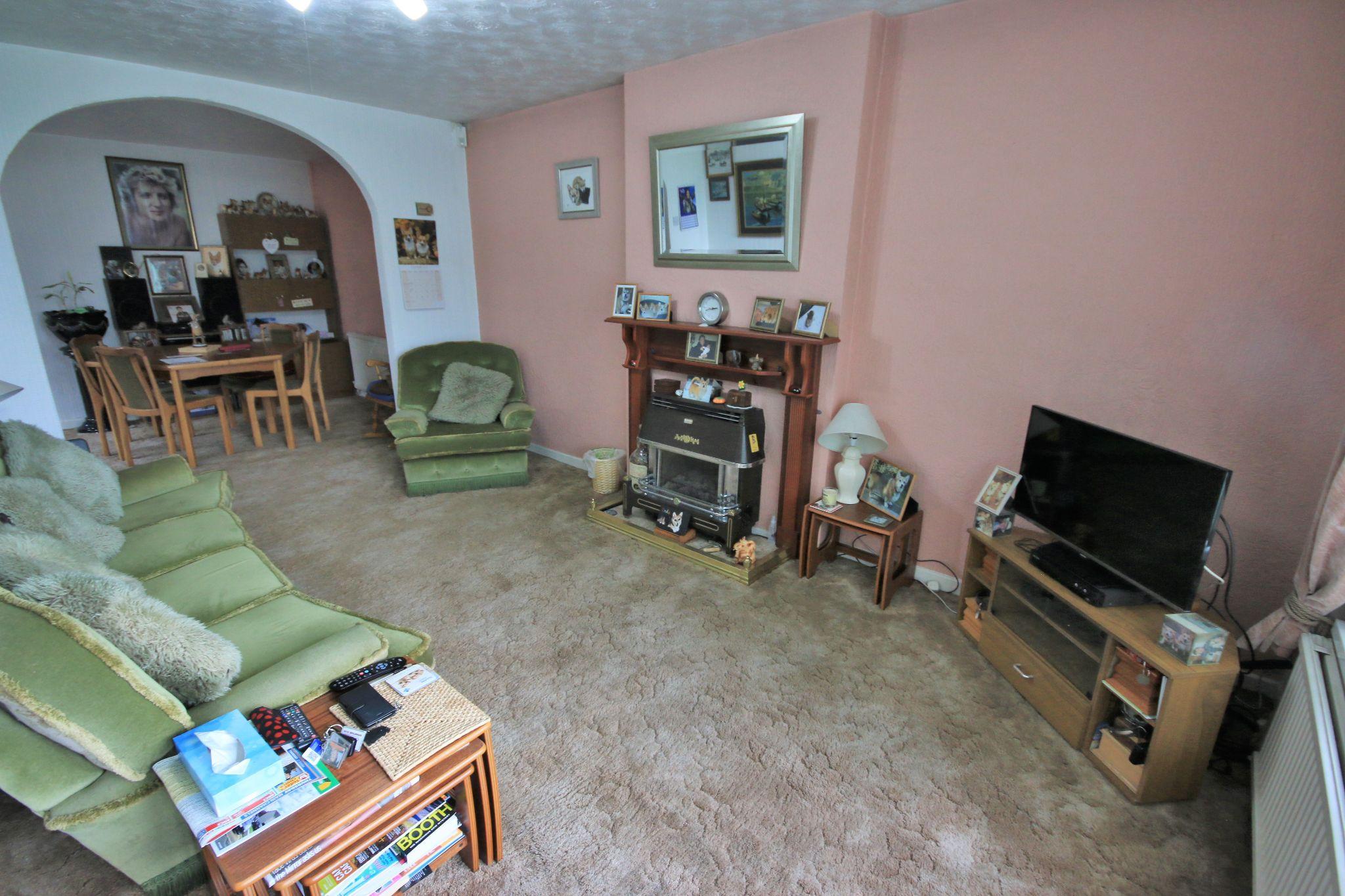 3 Bedroom Detached Bungalow For Sale - Photograph 1