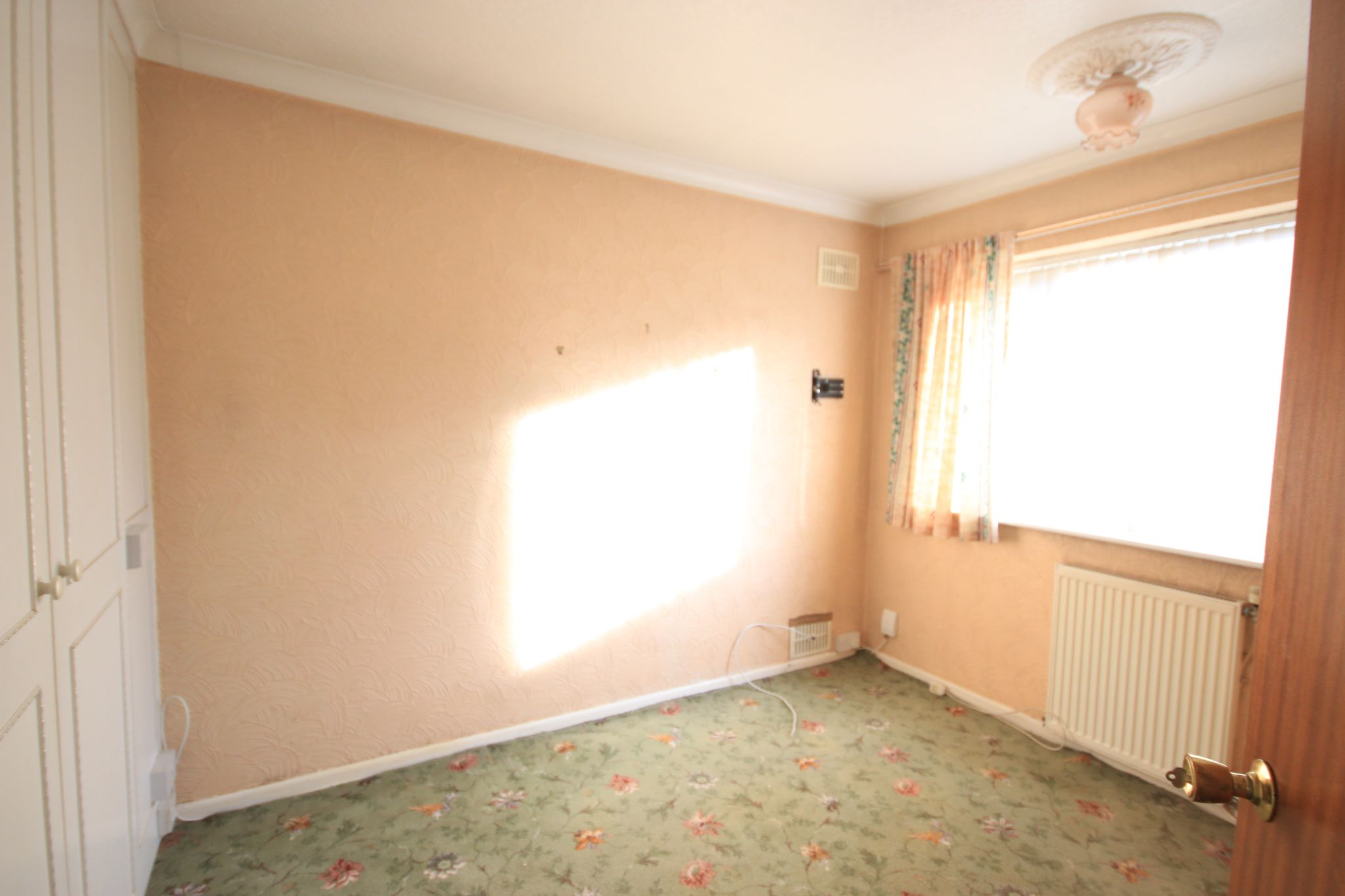 2 Bedroom Semi-detached Bungalow For Sale - Photograph 7