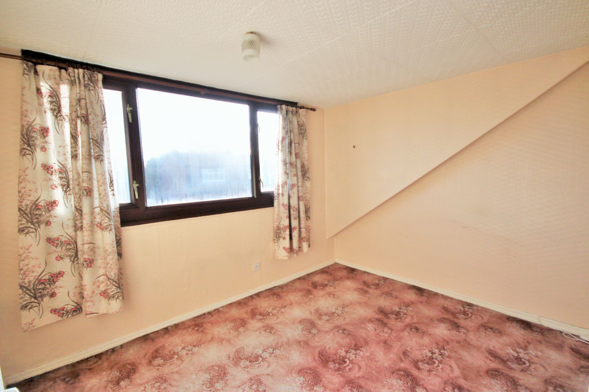 2 Bedroom Semi-detached Bungalow For Sale - Photograph 4