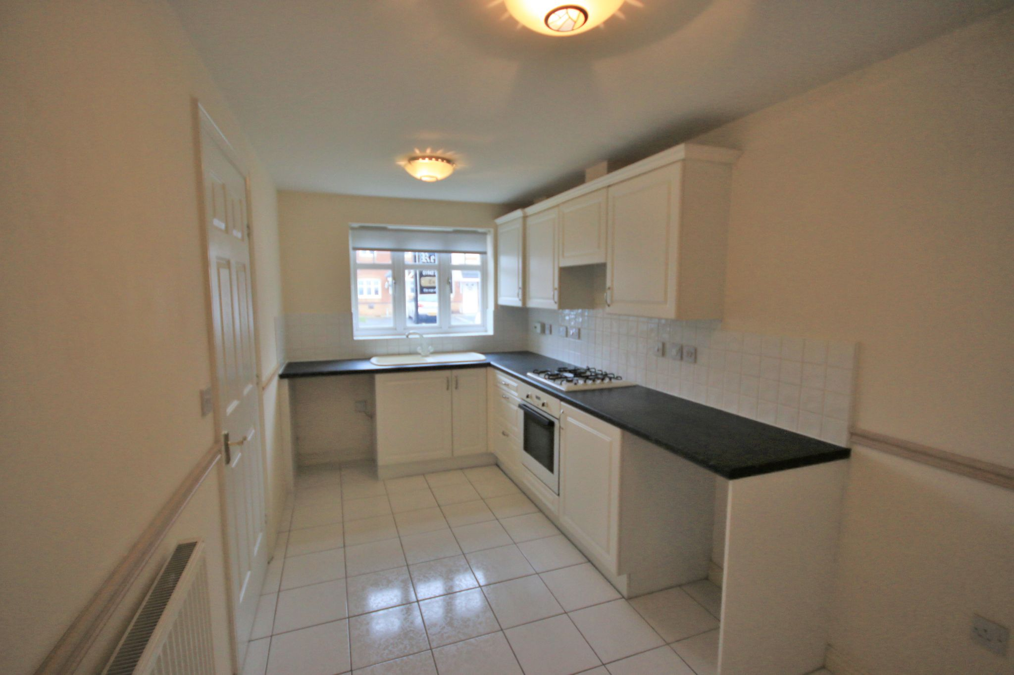 3 Bedroom Mews House To Rent - Photograph 3