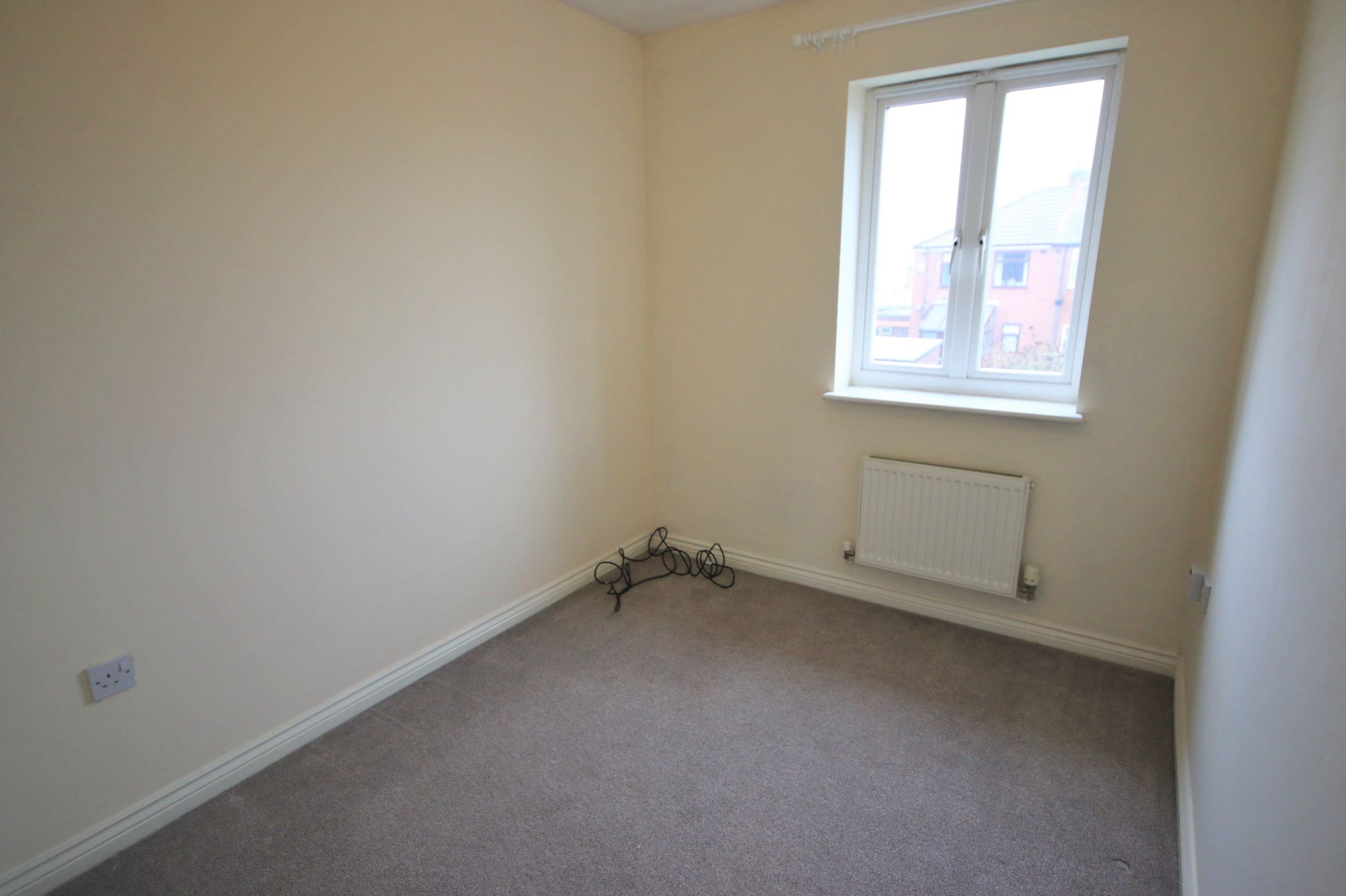 3 Bedroom Mews House To Rent - Photograph 8