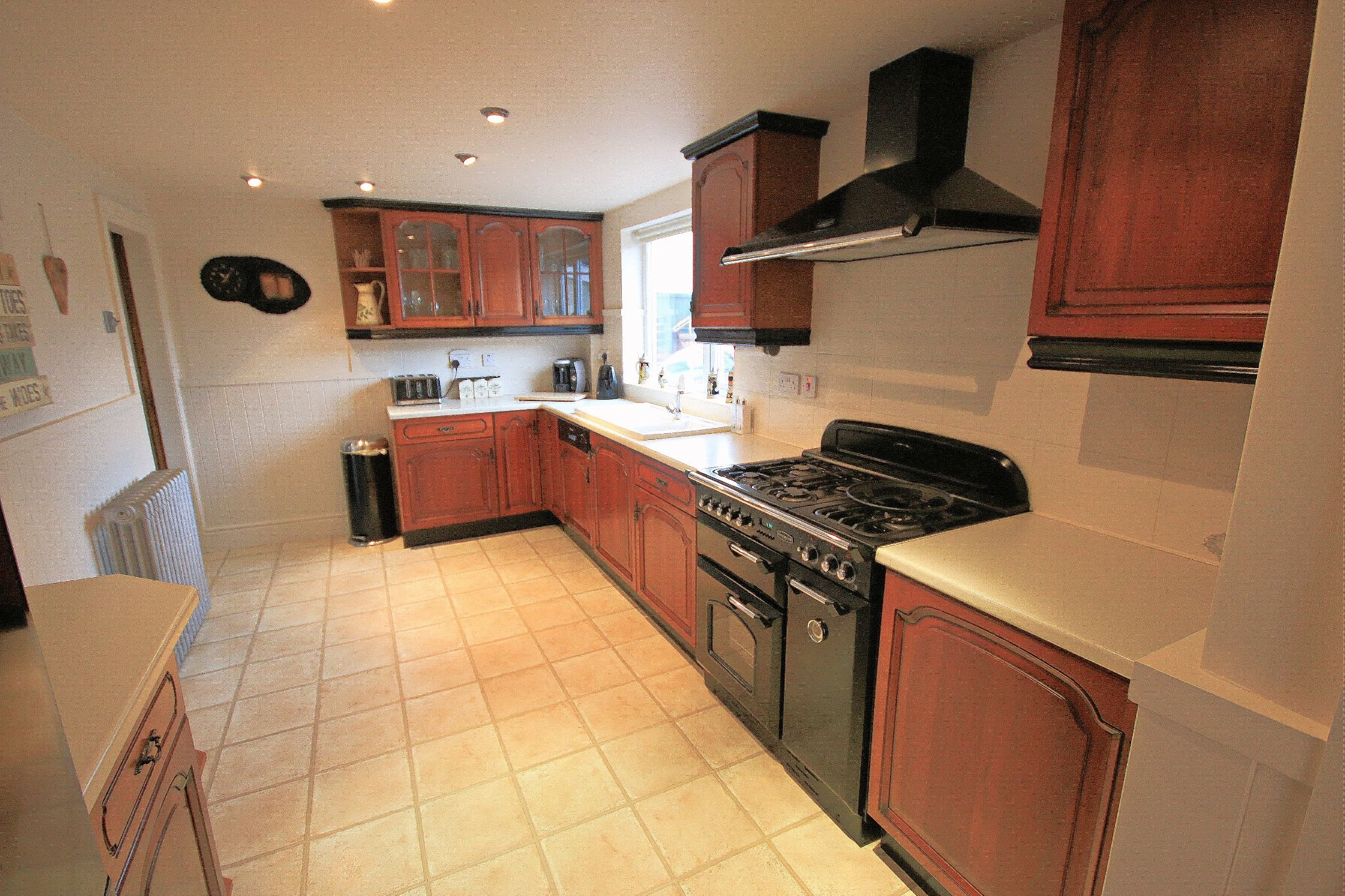 2 Bedroom Semi-detached House For Sale - Photograph 14
