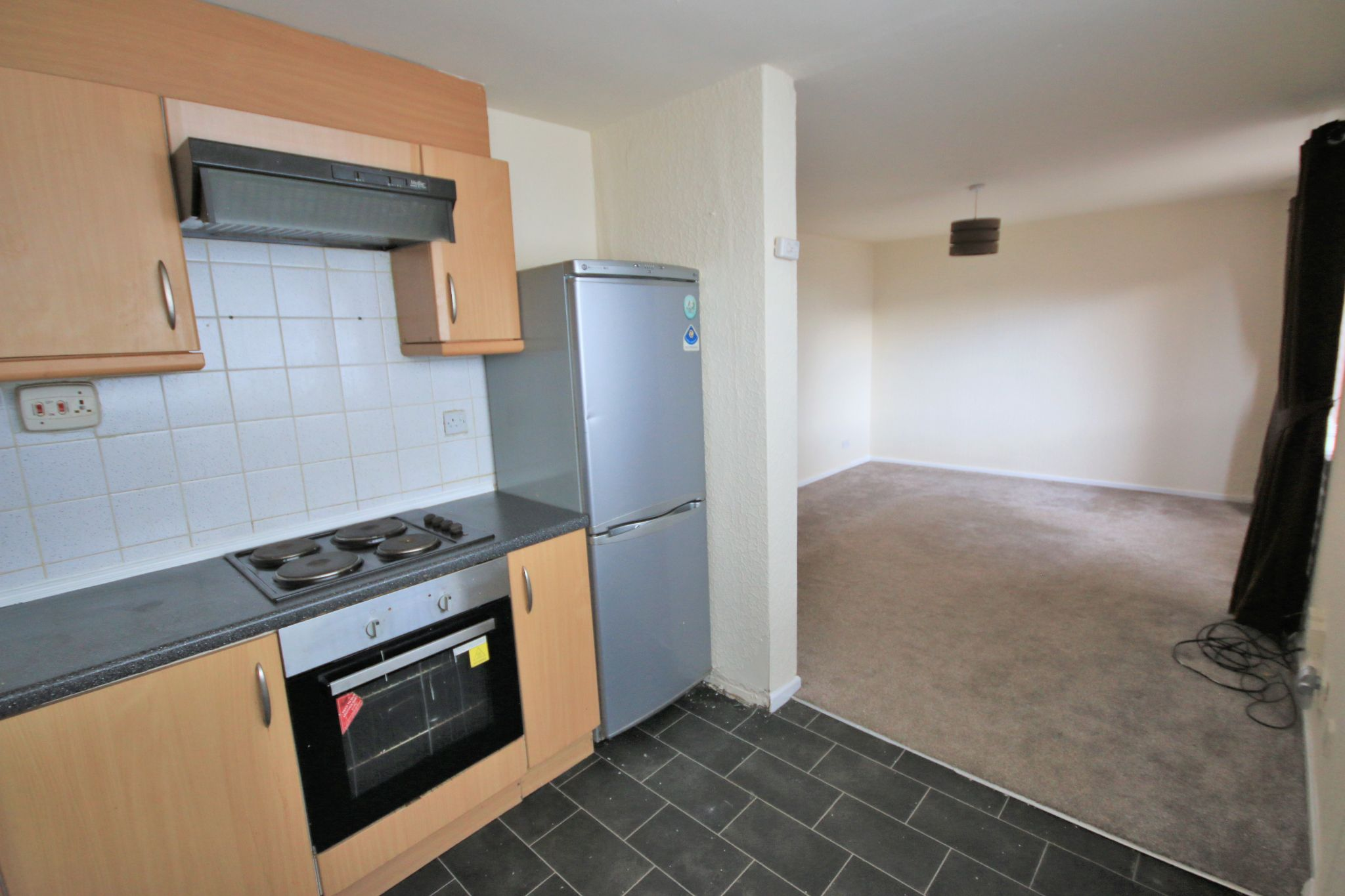 2 Bedroom Ground Floor Flat/apartment For Sale - Photograph 4