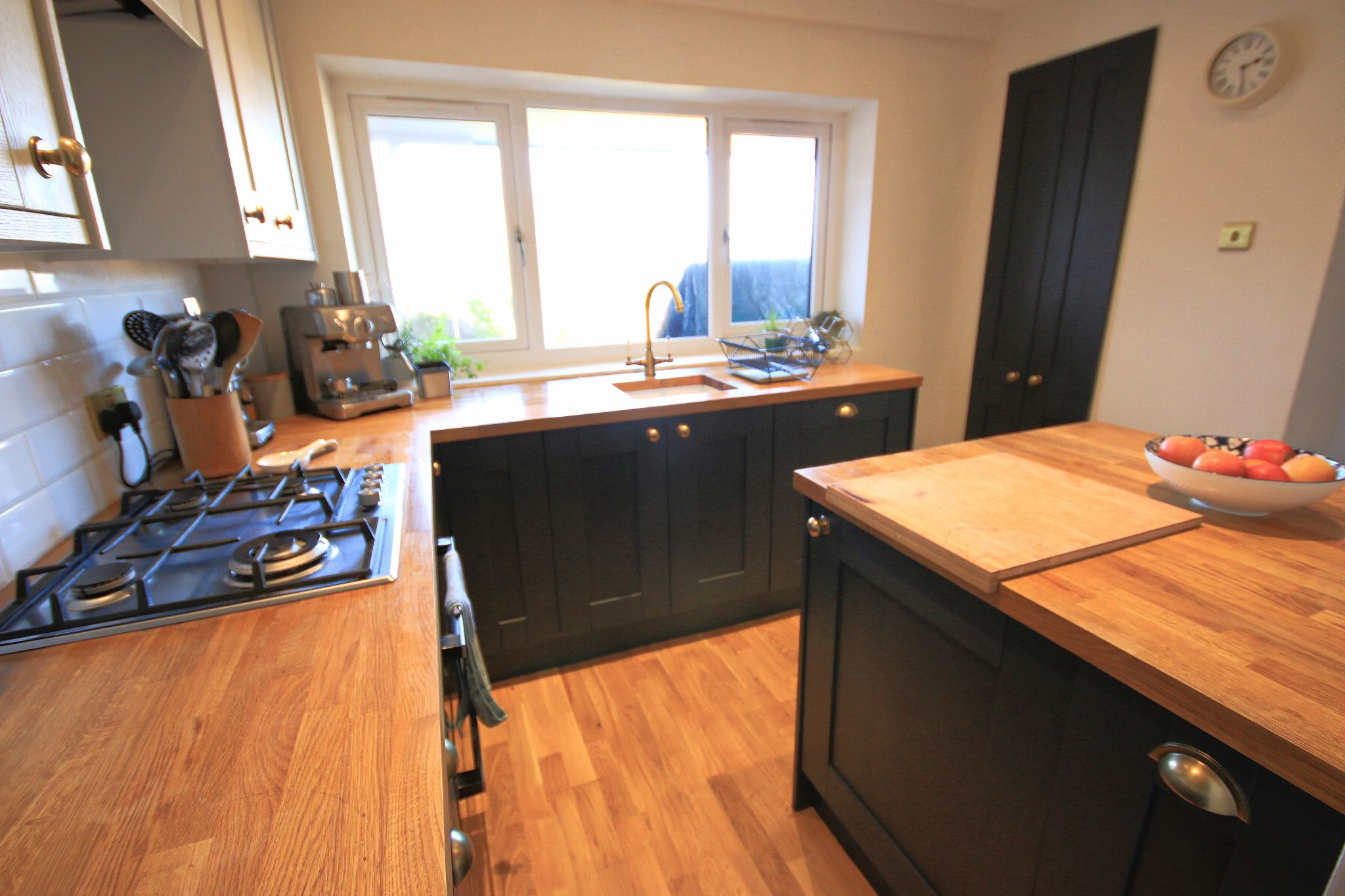 3 Bedroom Semi-detached House For Sale - Photograph 9