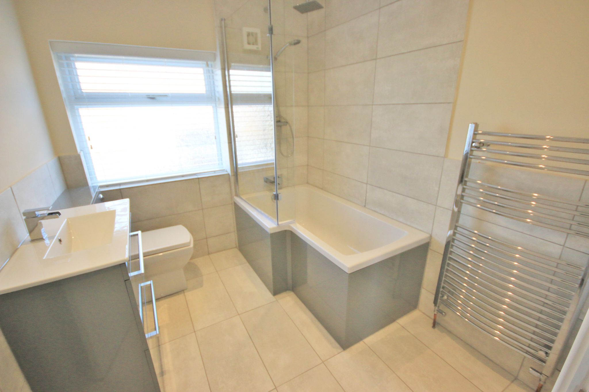 3 Bedroom Semi-detached House To Rent - Photograph 12