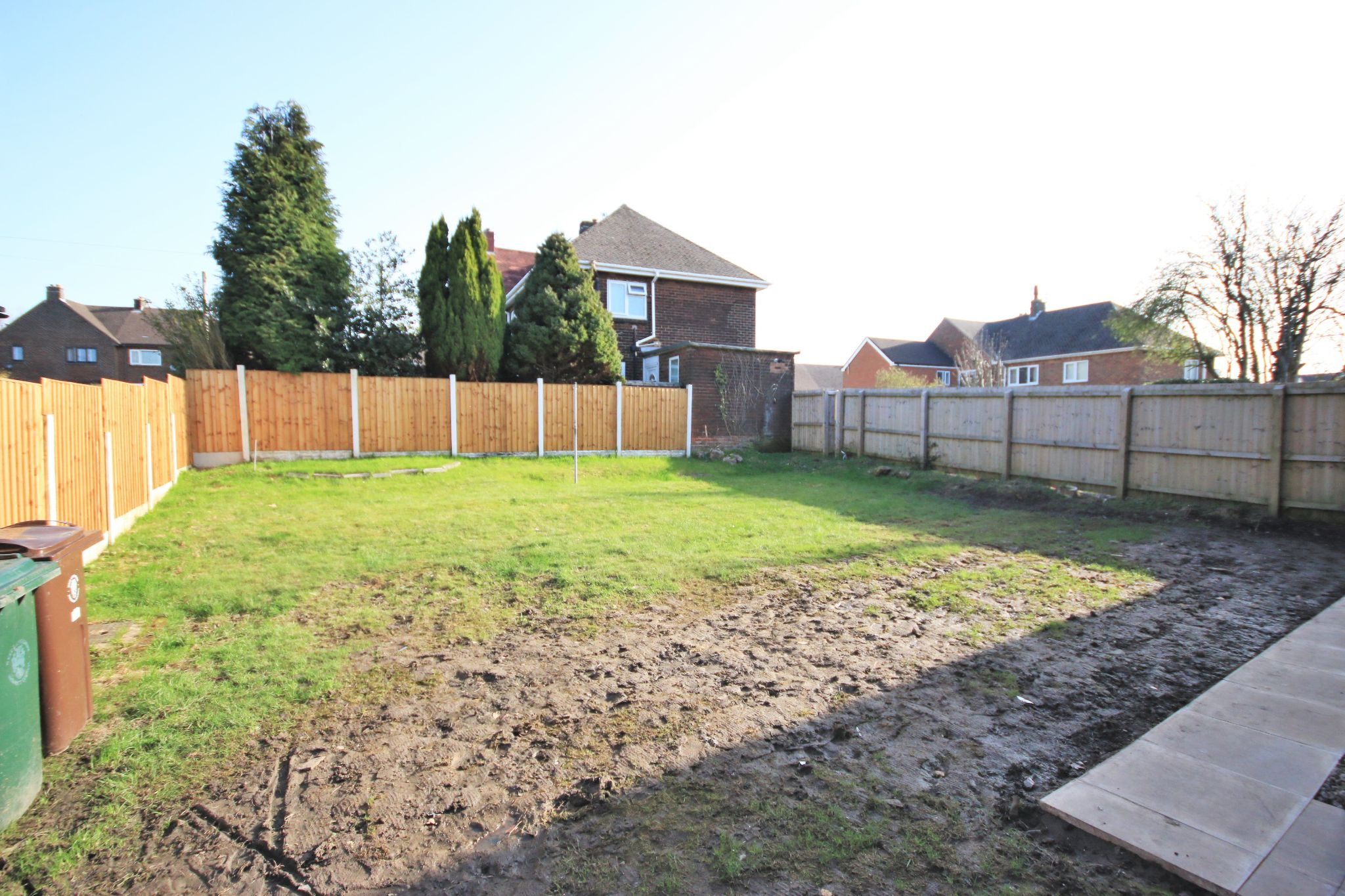3 Bedroom Semi-detached House To Rent - Photograph 13