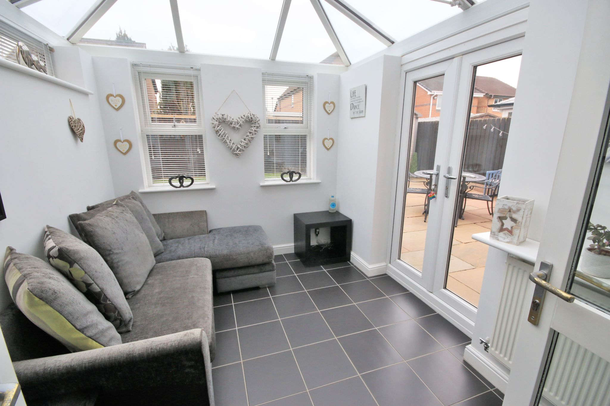 3 Bedroom Detached House To Rent - Photograph 5