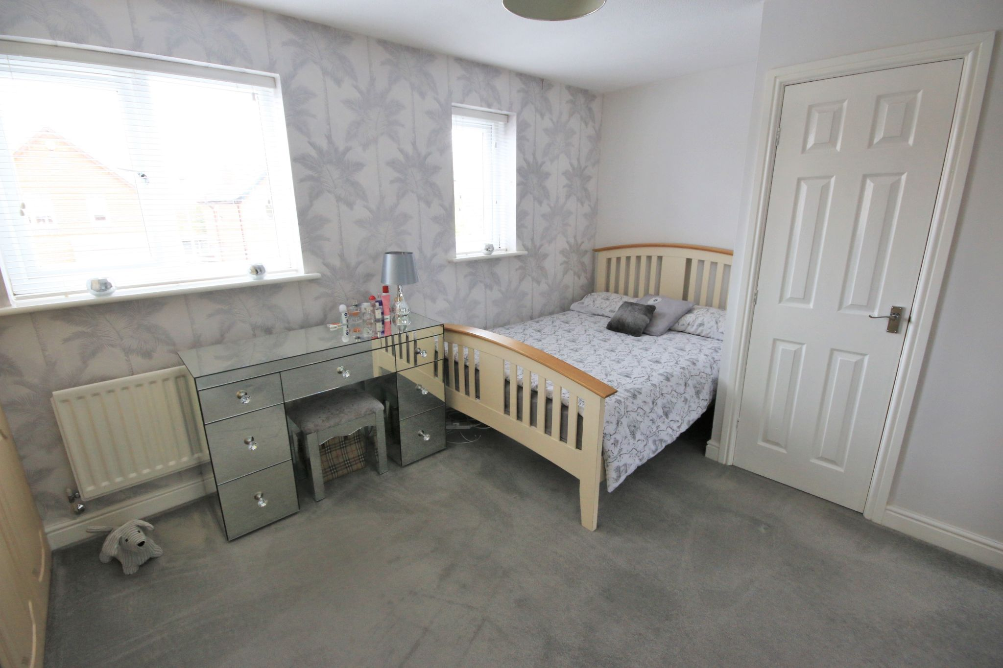 3 Bedroom Detached House To Rent - Photograph 6