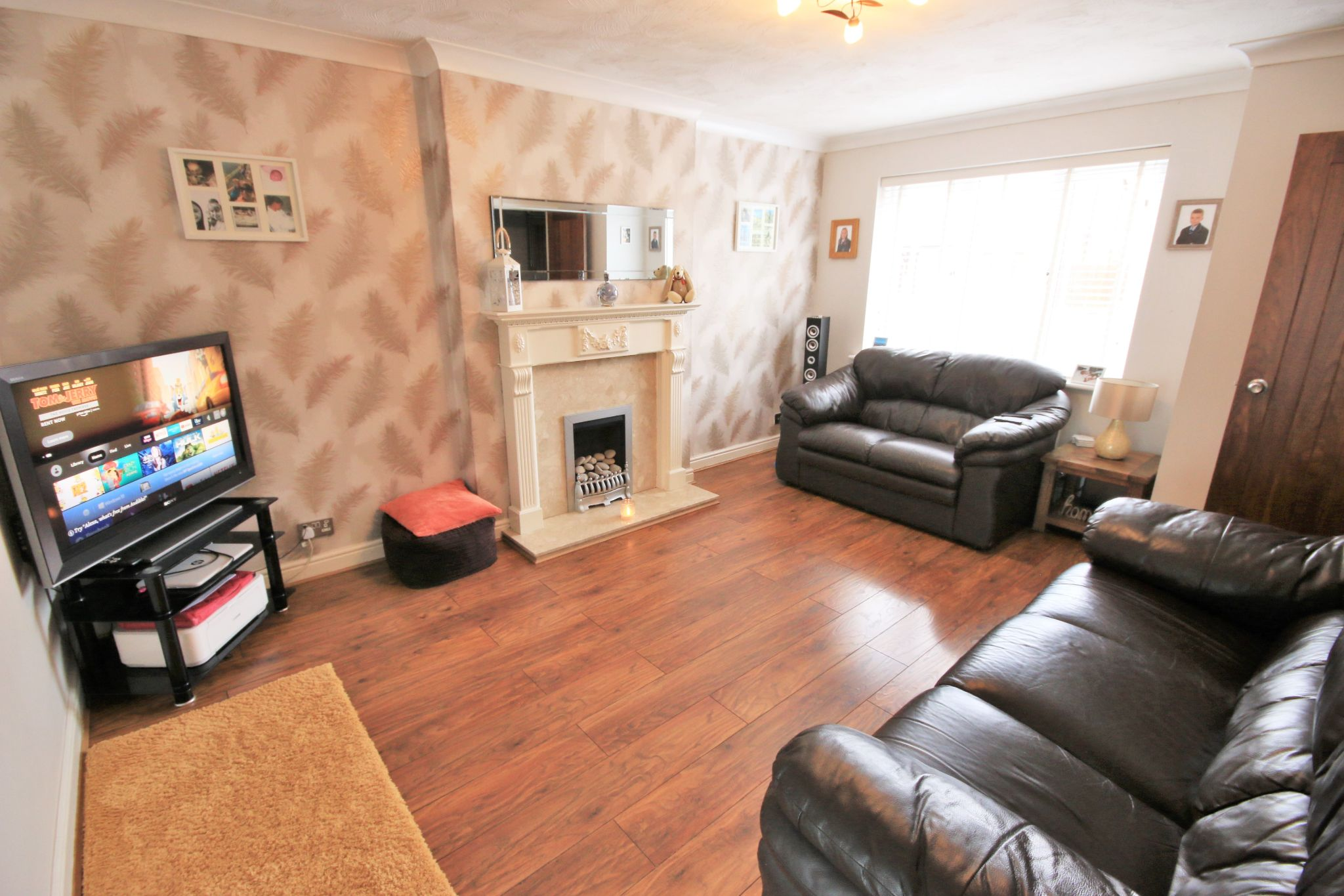 3 Bedroom Detached House To Rent - Photograph 3