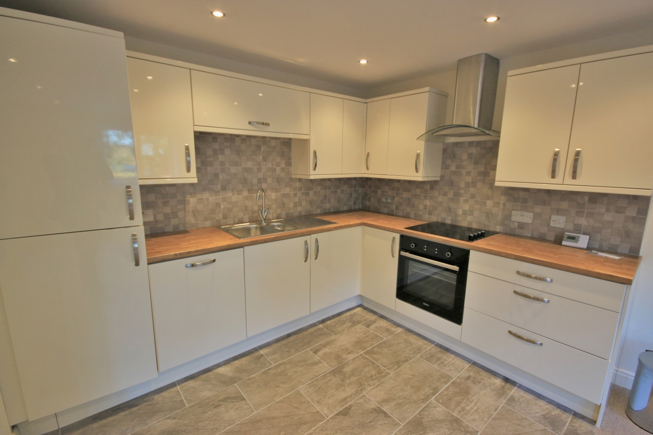2 Bedroom Ground Floor Flat/apartment To Rent - Kitchen