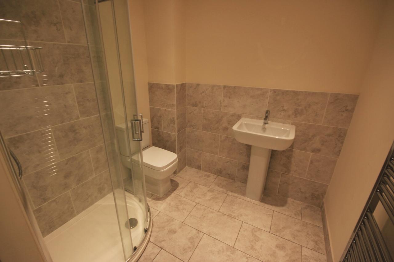 2 Bedroom Ground Floor Flat/apartment To Rent - Bathroom