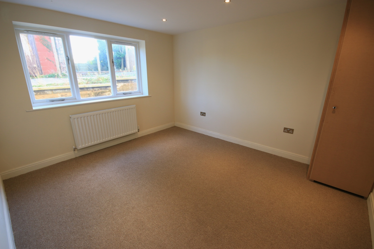 2 Bedroom Ground Floor Flat/apartment To Rent - Photograph 6