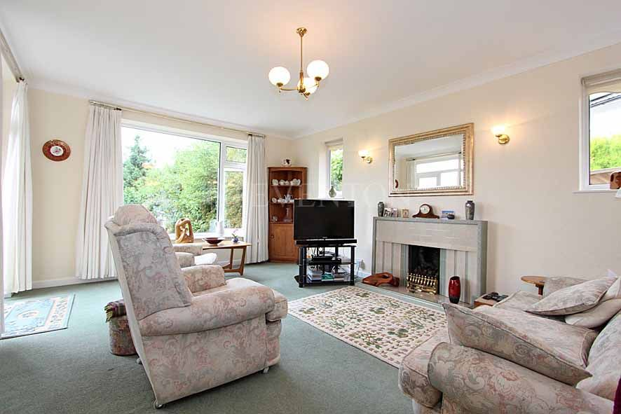 3 Bedroom Detached Bungalow For Sale - Photograph 6