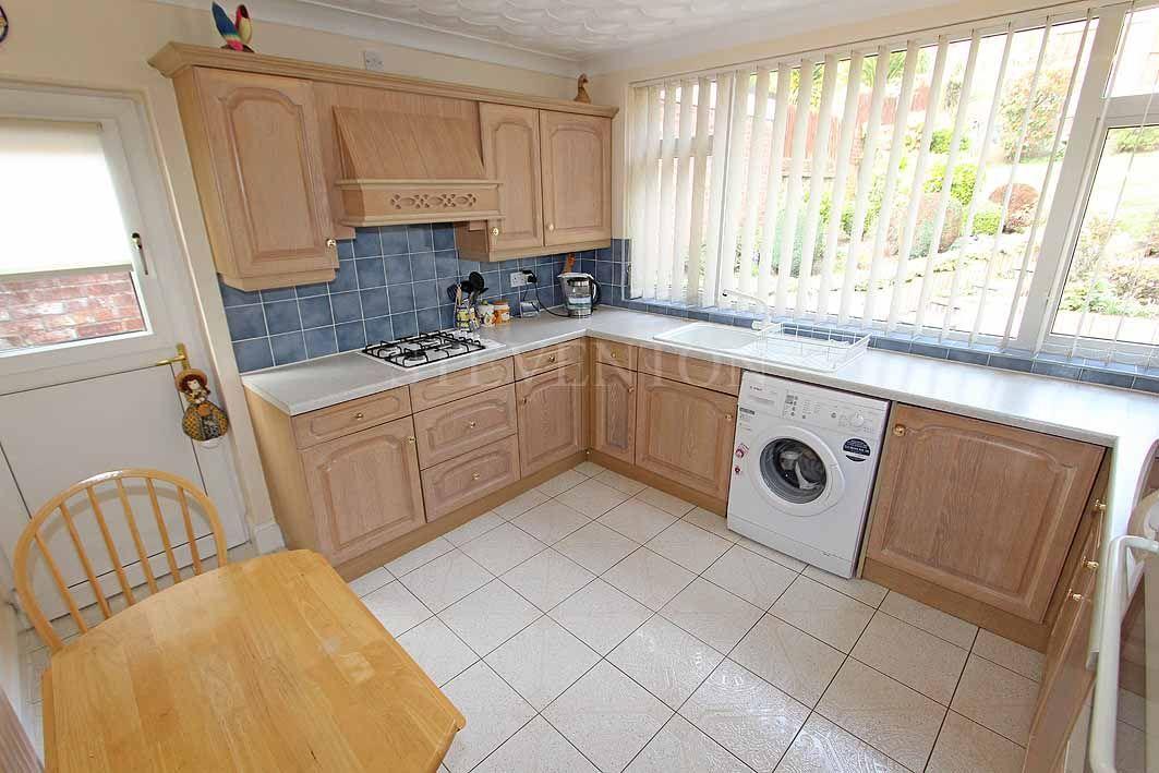 3 Bedroom Detached Bungalow For Sale - Photograph 6