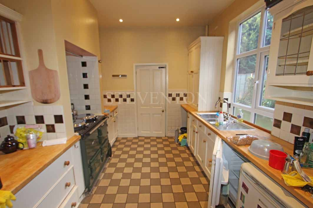 4 Bedroom Semi-detached House For Sale - Photograph 4
