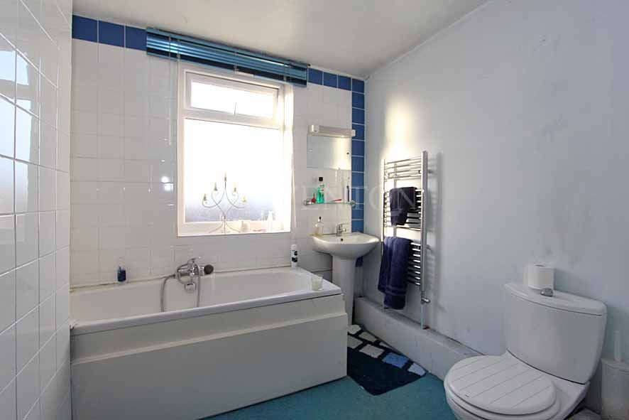 2 Bedroom Detached House For Sale - Photograph 10