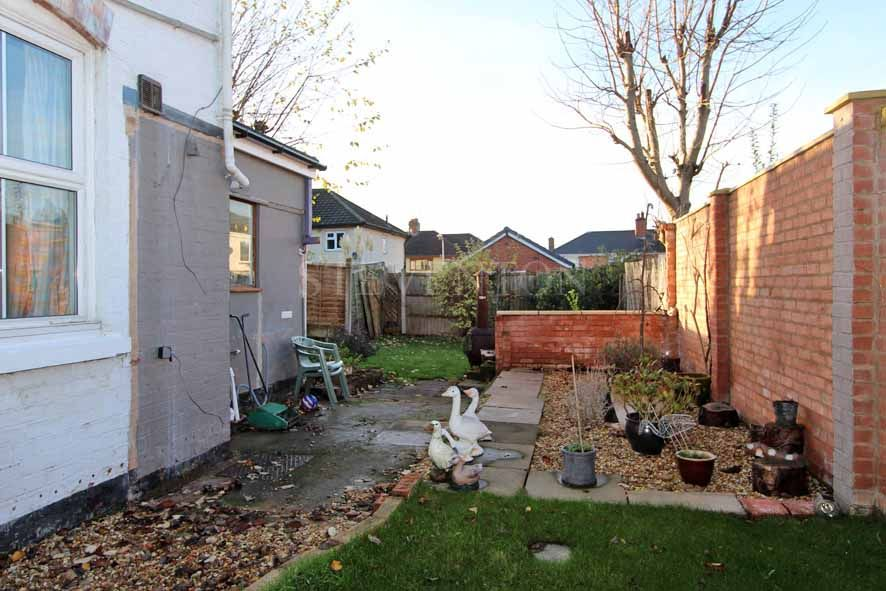 2 Bedroom Detached House For Sale - Photograph 12