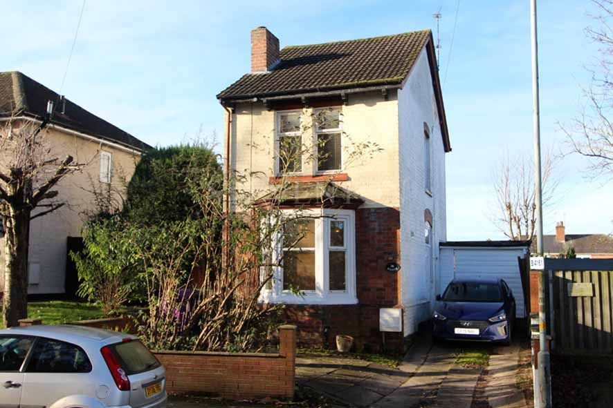 2 Bedroom Detached House For Sale - Photograph 1
