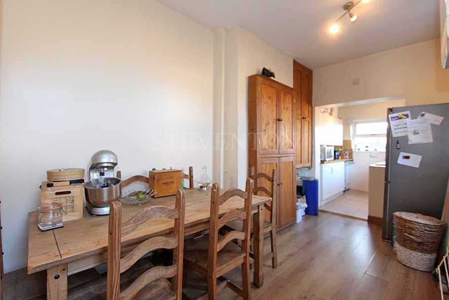 2 Bedroom Detached House For Sale - Photograph 5