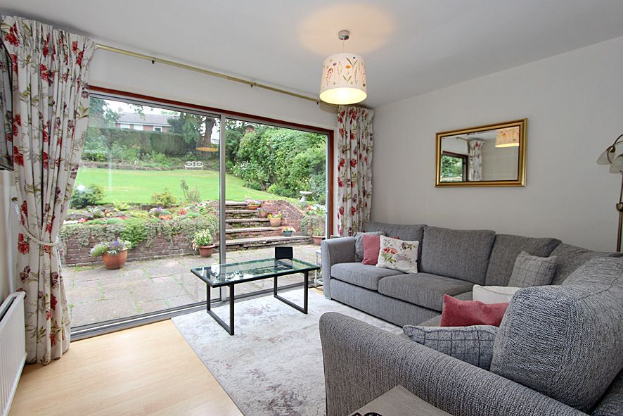 5 Bedroom Detached House For Sale - Photograph 8