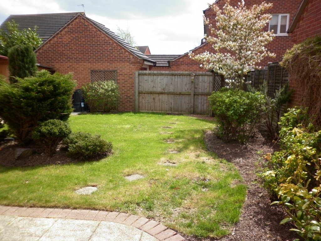 4 Bedroom Detached House To Rent - Photograph 5