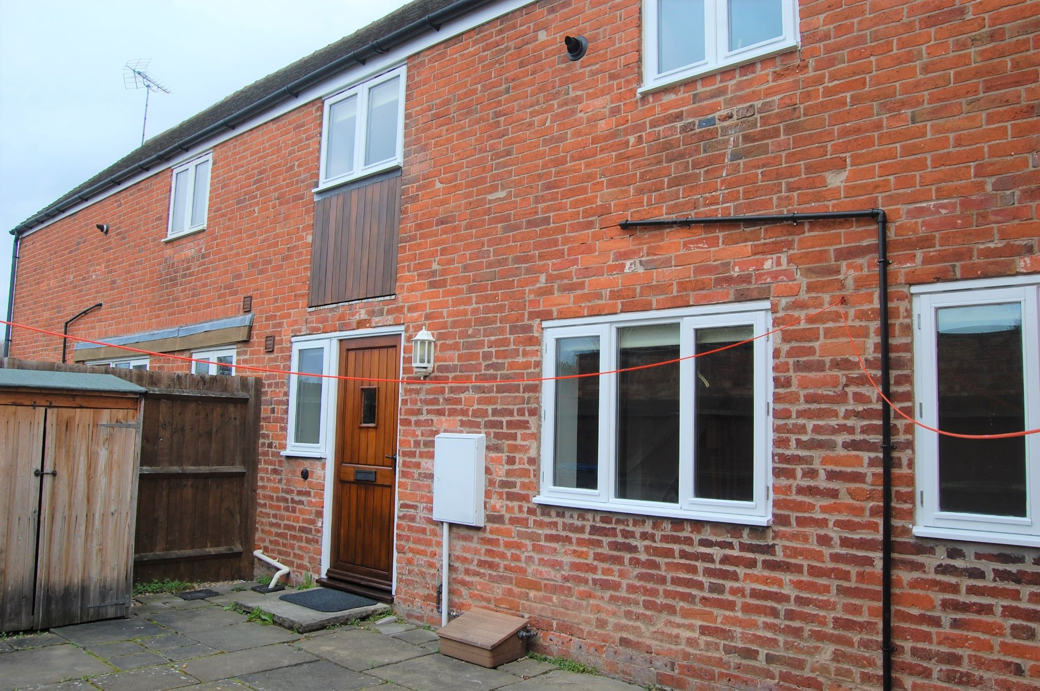 2 bedroom mid terraced house To Let Alcester - Property photograph