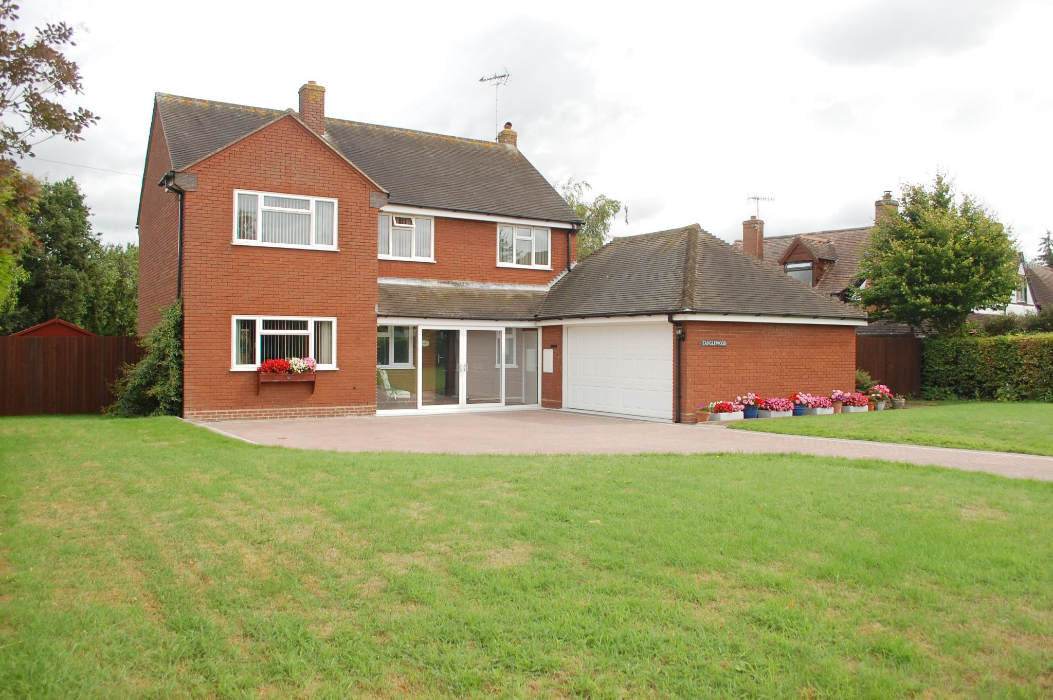 4 bedroom detached house For Sale in Broom Lane, Dunnington, Alcester - Property photograph