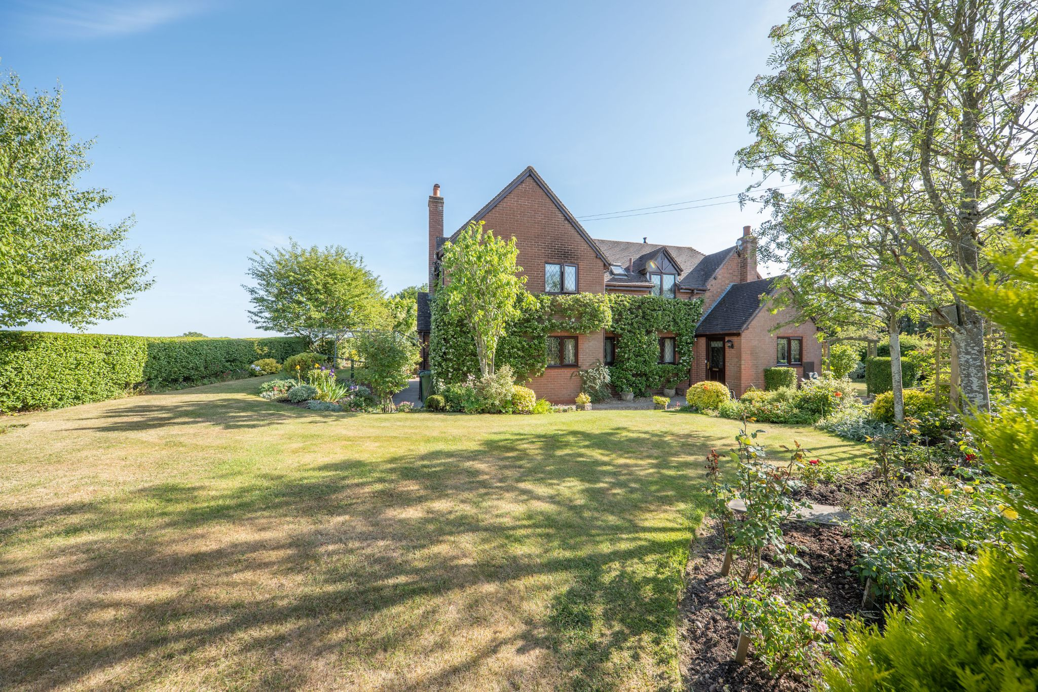 4 bedroom detached house For Sale in Cookhill, Alcester - Property photograph