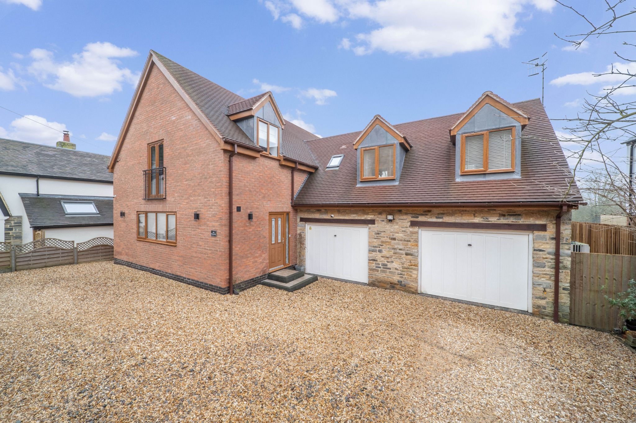 4 bedroom detached house For Sale in Broom, Bidford On Avon, Alcester - Property photograph