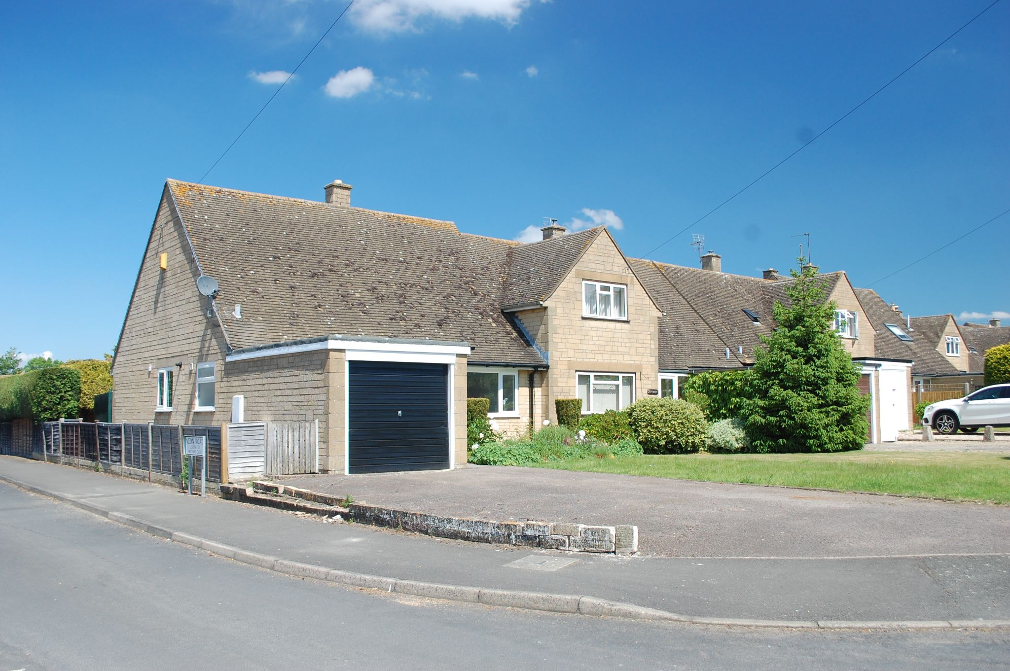 2 bedroom semi-detached bungalow For Sale in Mickleton, Chipping Campden - Property photograph