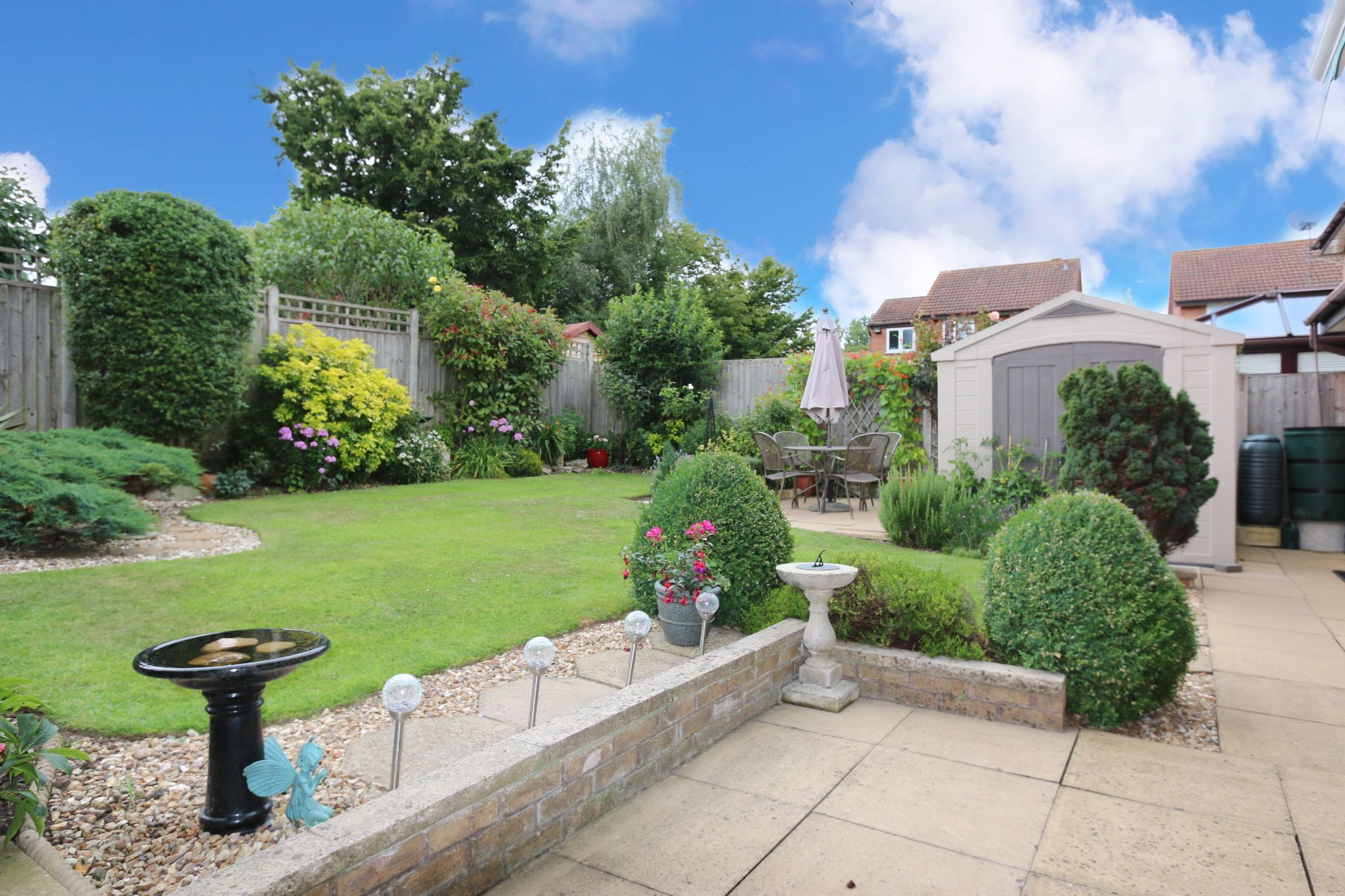 3 bedroom detached house For Sale in Riverside, Studley - Property photograph