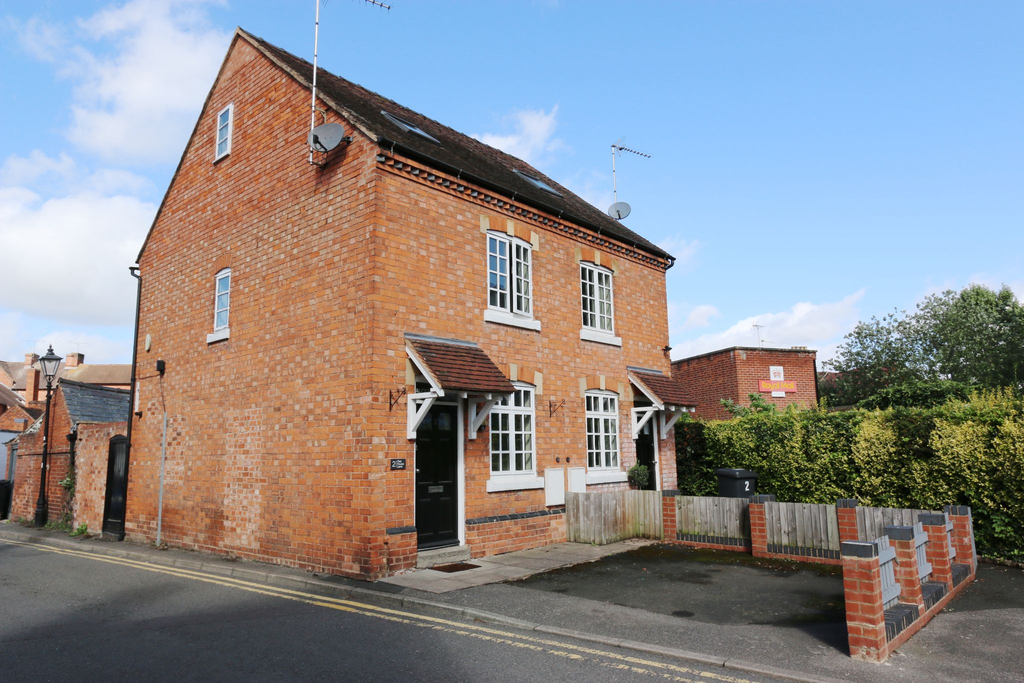 2 bedroom semi-detached house For Sale Alcester - Property photograph