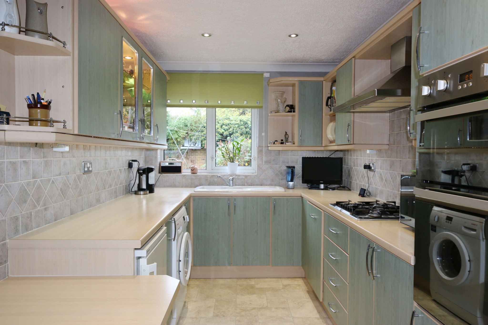 3 bedroom semi-detached house For Sale in Matchborough West, Redditch - Property photograph