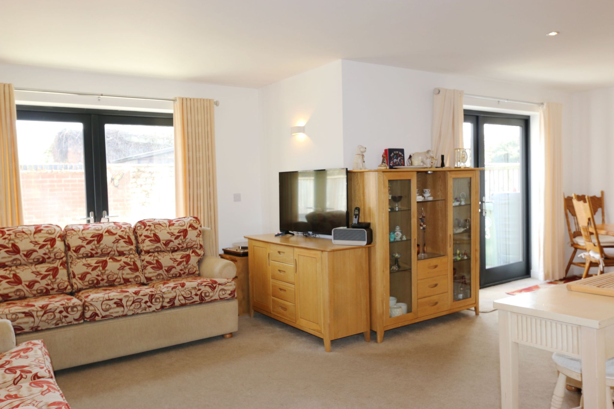 2 bedroom semi-detached house For Sale in Bidford On Avon, Alcester - Property photograph