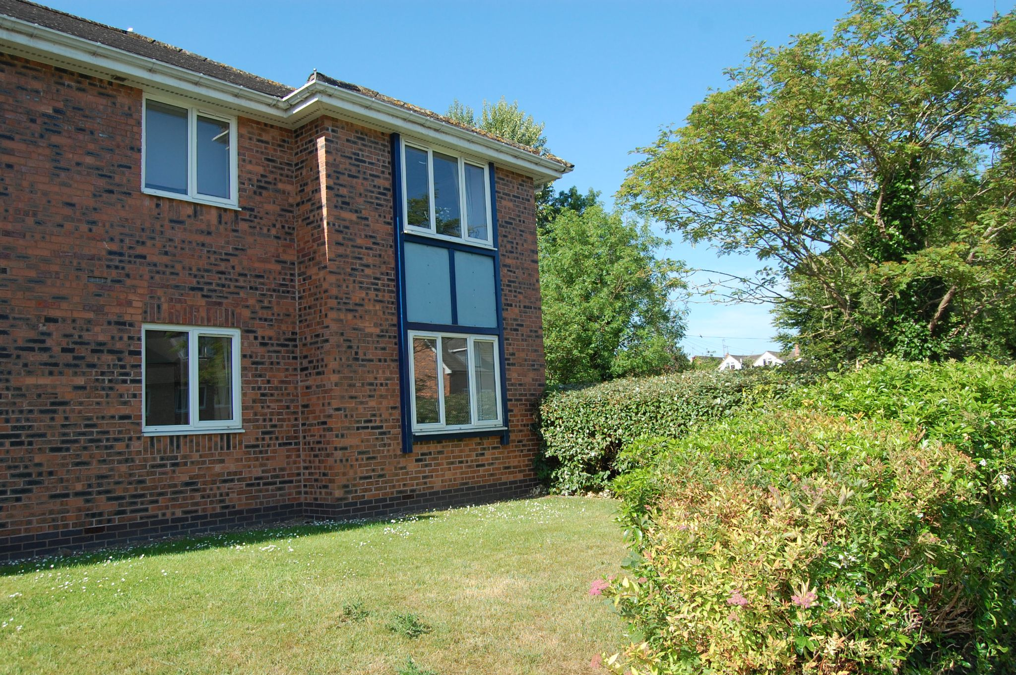 2 bedroom ground floor flat/apartment For Sale Alcester - Property photograph