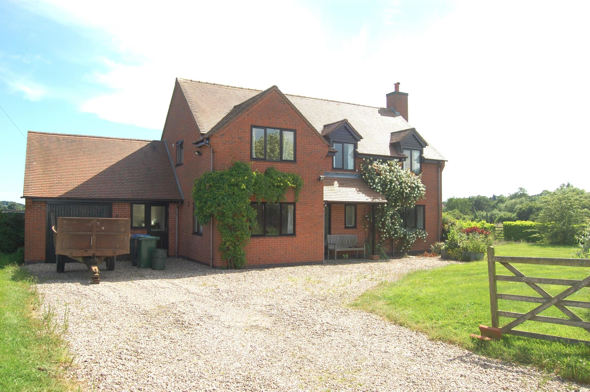 4 bedroom detached house To Let in Wootton Wawen, Henley-in-arden - Property photograph