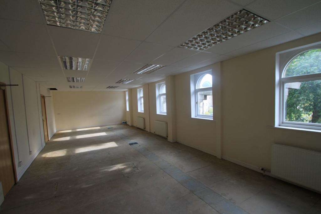 Office To Rent - Photograph 4