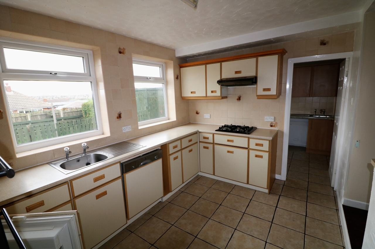 5 Bedroom Semi-detached House For Sale - Photograph 7