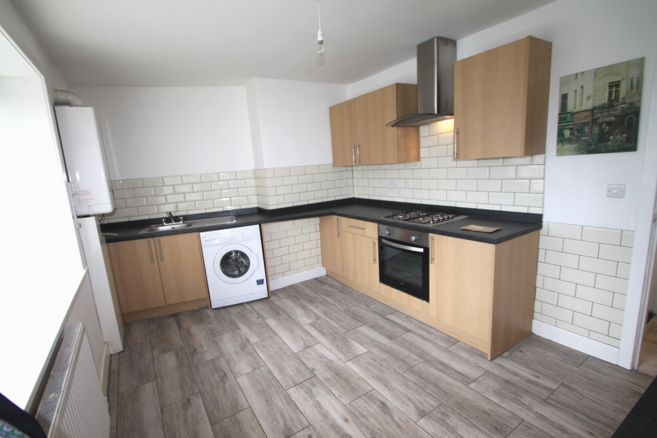 3 Bedroom Apartment Flat/apartment To Rent - Photograph 2