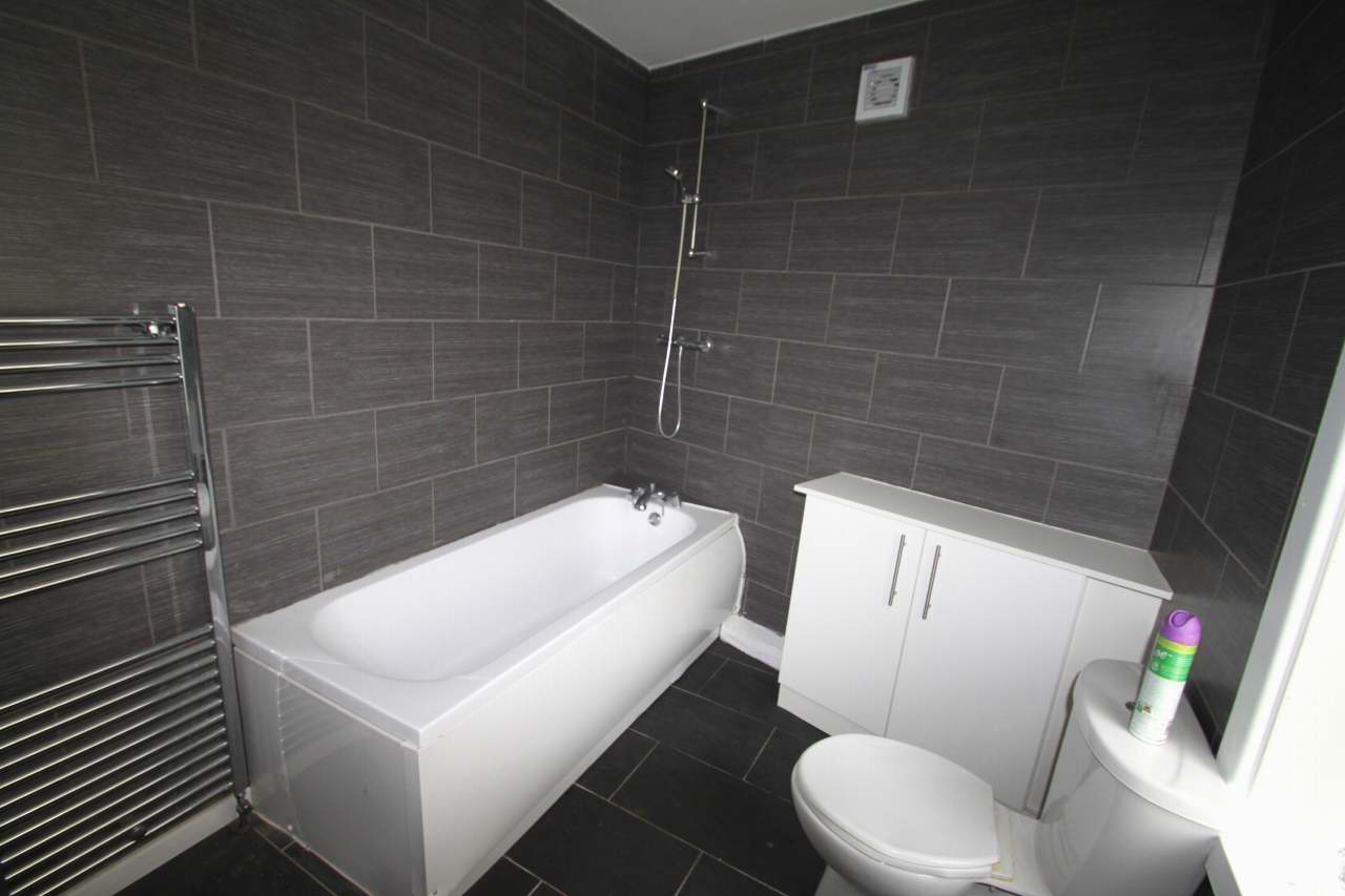 3 Bedroom Apartment Flat/apartment To Rent - Photograph 3