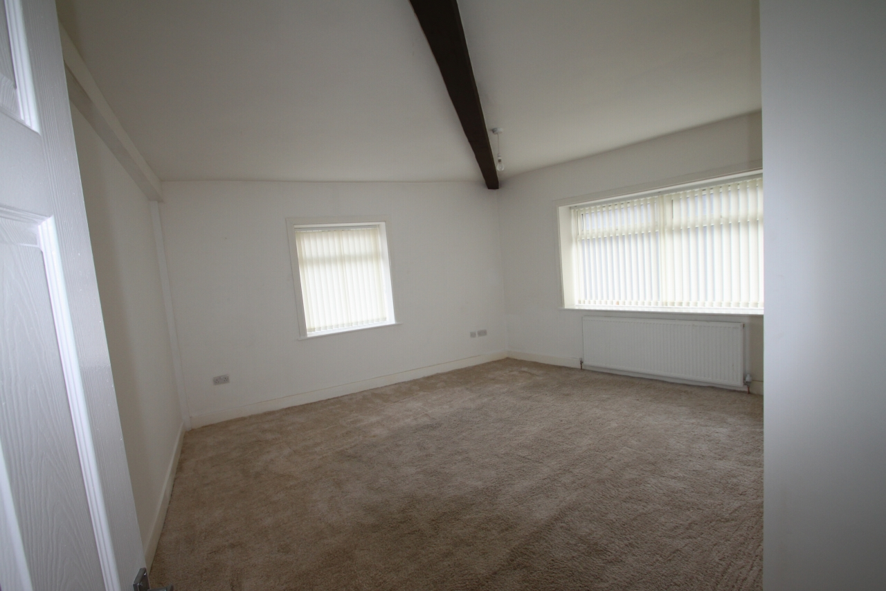 3 Bedroom Apartment Flat/apartment To Rent - Photograph 4